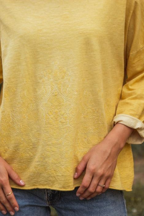 tee-shirt-floque-lara-21059-safran-8-_1.jpg